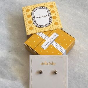 Stella & Dot Gold Essential Ball Studs